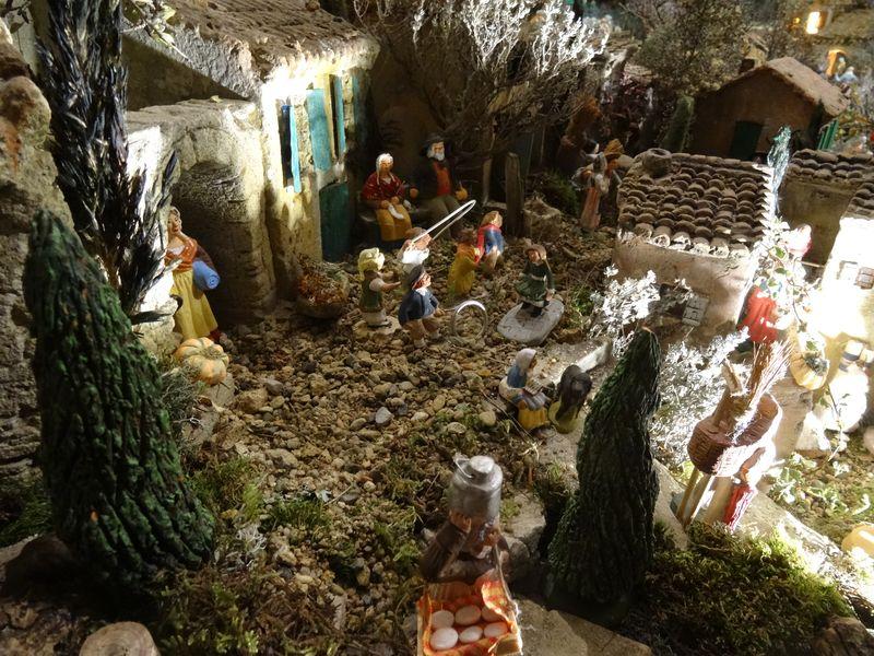 La crèche de Christiane de Carpentras 2015 Dsc08819