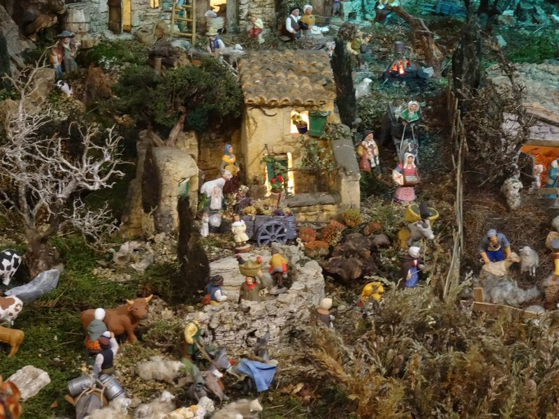La crèche de Christiane de Carpentras 2015 Dsc08821