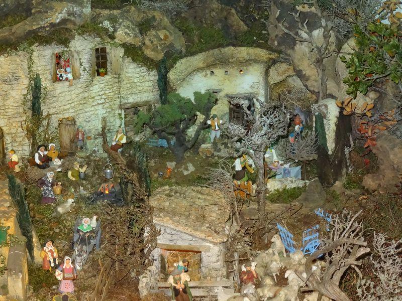 La crèche de Christiane de Carpentras 2015 Dsc08823