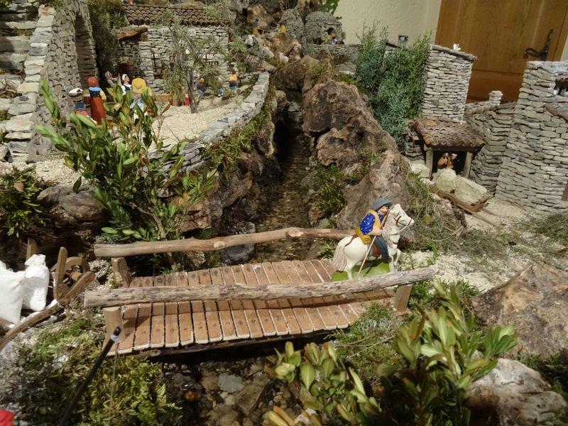 La crèche de Lucien de Carpentras 2015 Dsc08834