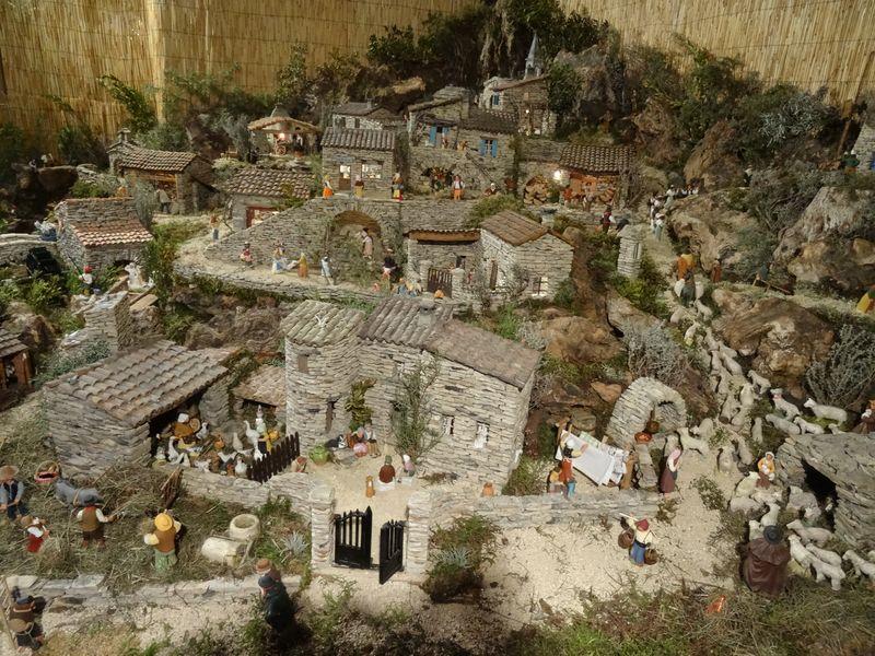 La crèche de Lucien de Carpentras 2015 Dsc08839