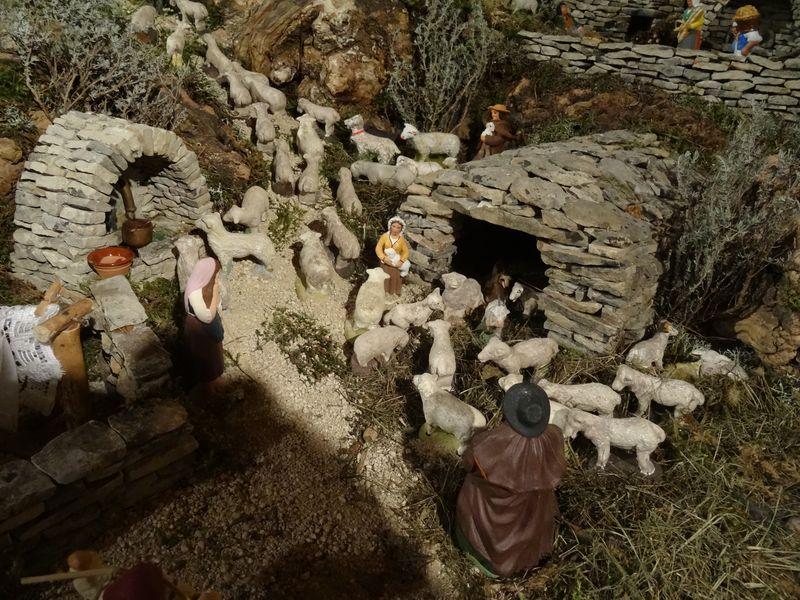 La crèche de Lucien de Carpentras 2015 Dsc08840