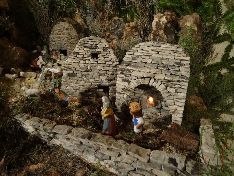 La crèche de Lucien de Carpentras 2015 Dsc08841