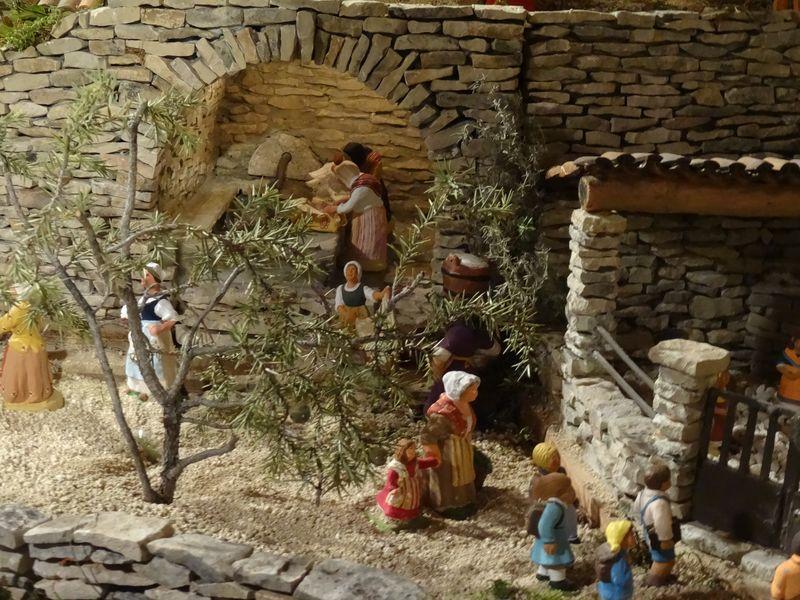 La crèche de Lucien de Carpentras 2015 Dsc08842