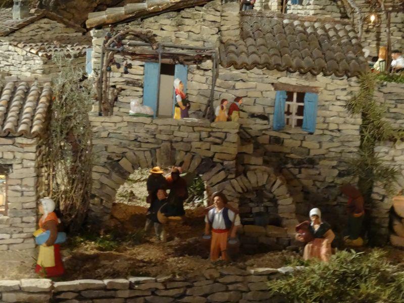 La crèche de Lucien de Carpentras 2015 Dsc08843