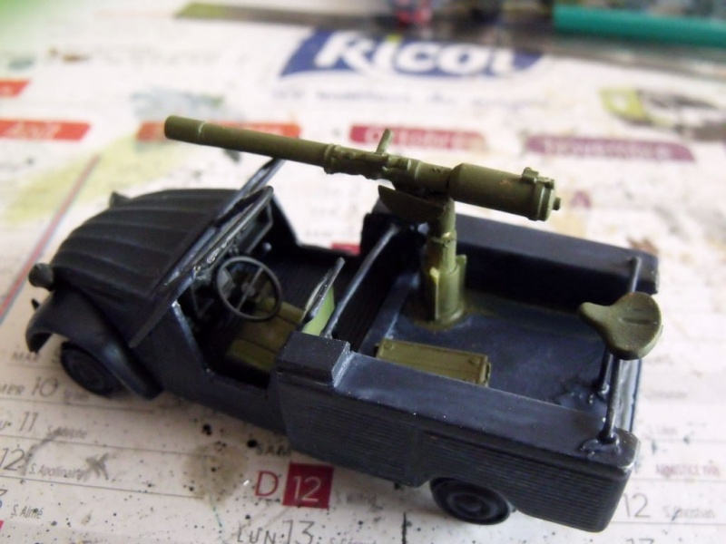 2 CV canon en scratch 1/43 base Norev 2cv_ca16