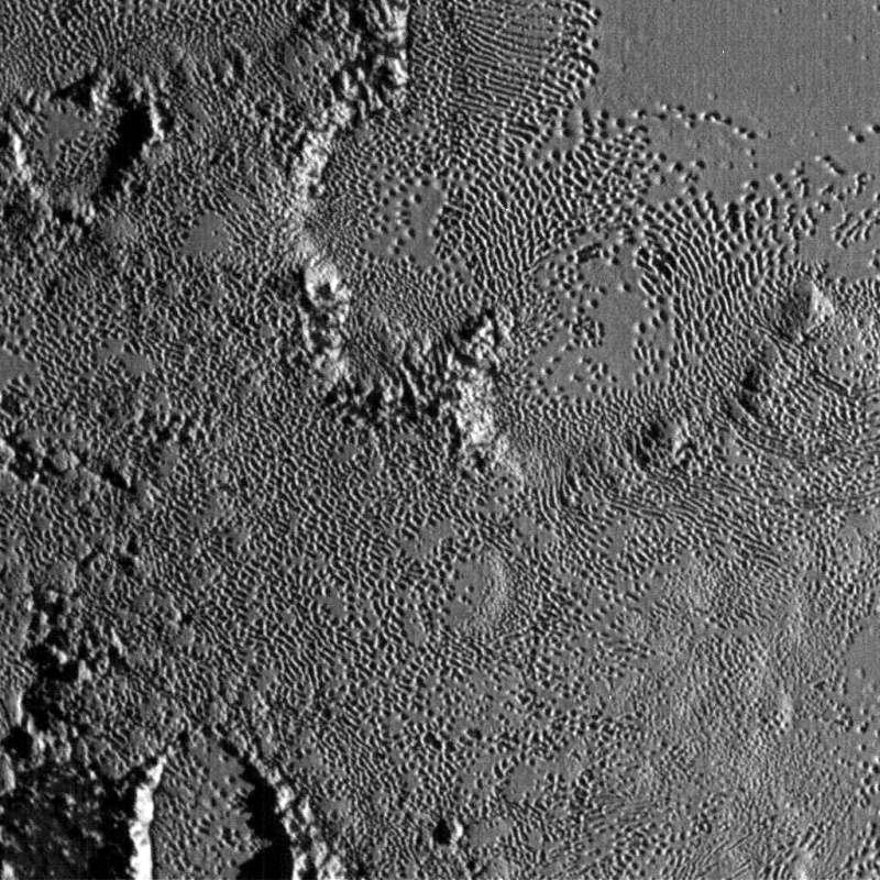 New Horizons : survol de Pluton (2/2) - Page 2 Lor_0210