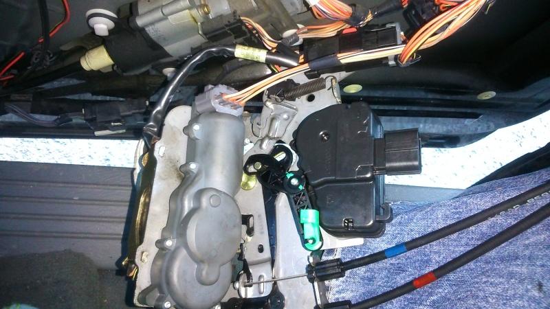 Moteur centralisation porte latéral S4 Dsc_0110