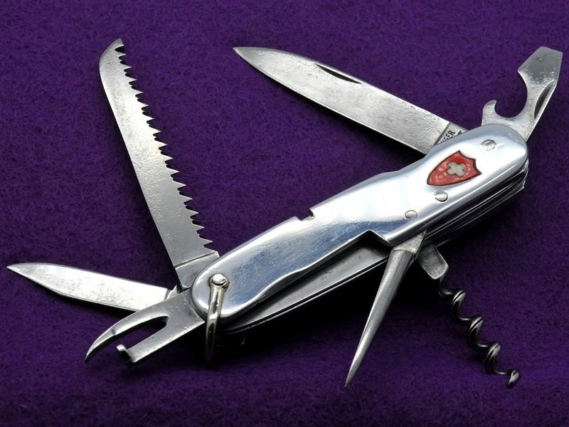 Couteaux de Soldat et Couteaux Officier Suisses. A10