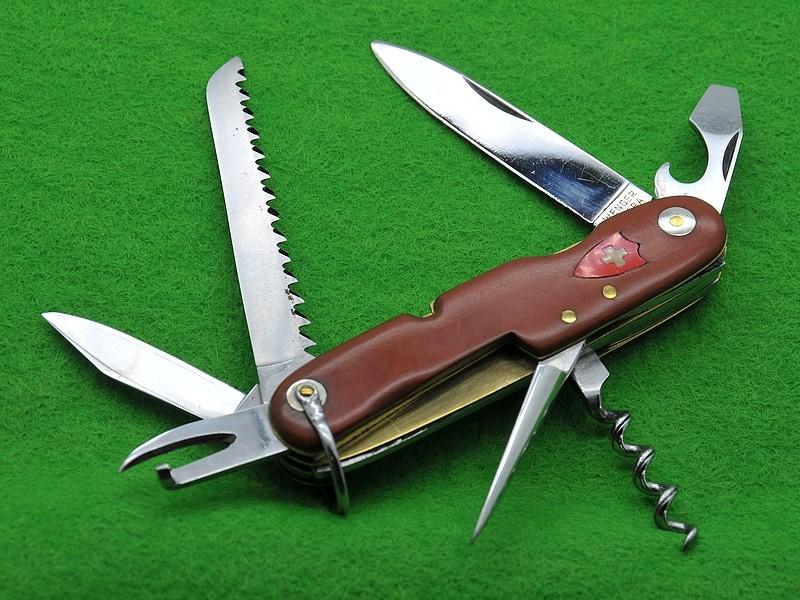 Couteaux de Soldat et Couteaux Officier Suisses. B10