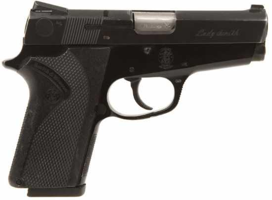 Le pistolet ou revolver de sac à main idéal - Page 3 Ladysm15