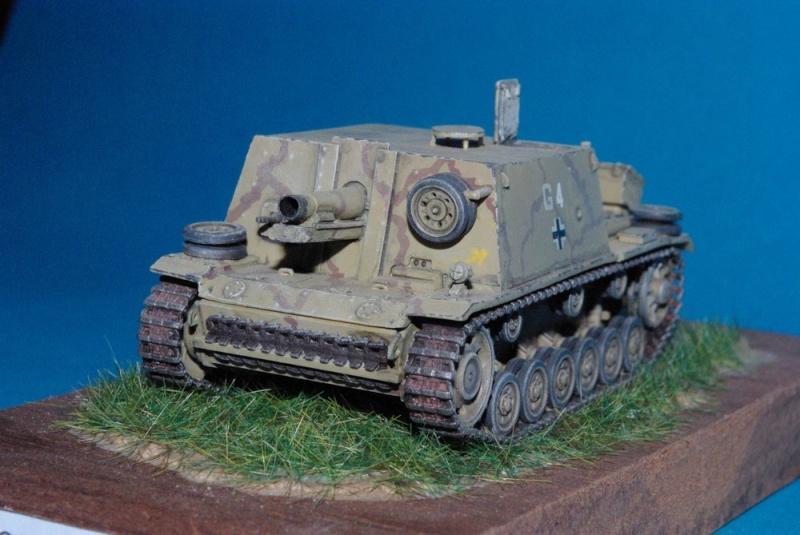 StuIG 33 auf Pz III ( chassis plastique Revell , casemate résine ALBY ) Imgp2844