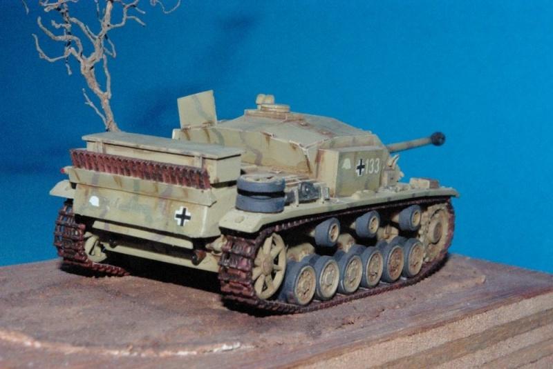 Stug III ausf F8 ( chassis plastique ESCI , casemate scratch , canon résine ALBY ) Imgp2933