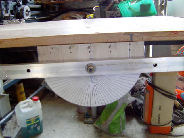La machine à couper de grosses épaisseurs de polystyrène, syrodur, sytorfram ...... Imag0091