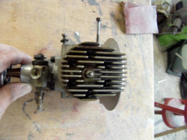 Modification d'un moteur méthanol en moteur à essence ! Imag0173