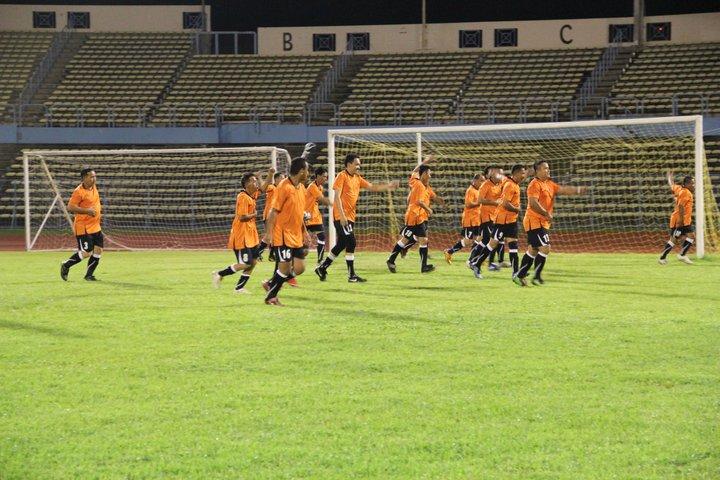 Main Bola MALAM di Stadium Likas 23 Dis 2010 310
