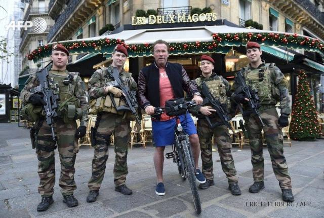 Arnold Schwarzenegger et les paras de Sentinelle 12322910