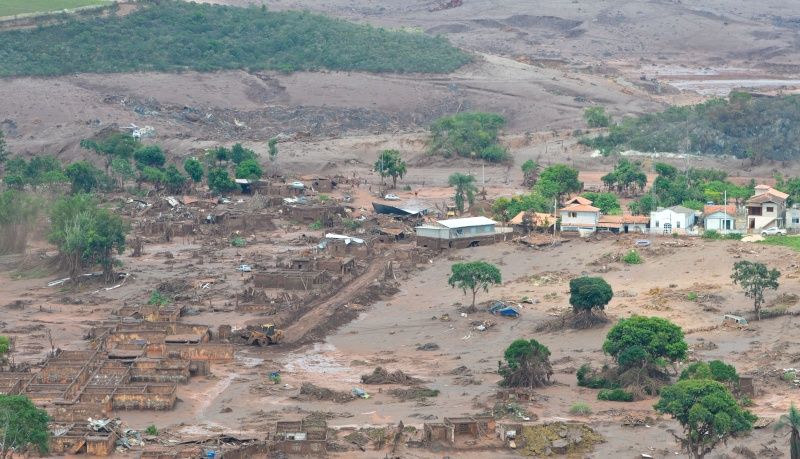 catastrophe écologique au Bresil après coulée de boue toxique  Rompim10