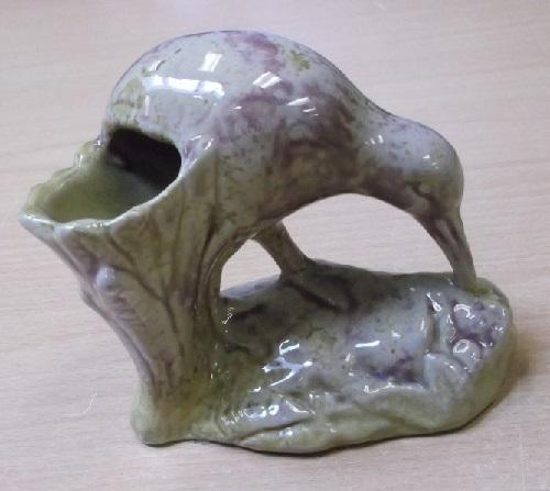 K 19/2 Unusual glaze on Kiwi Spill Vase Dscf2210