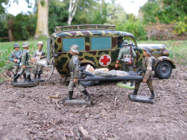 figurines , voitures , fanfares....et autres Img_1124