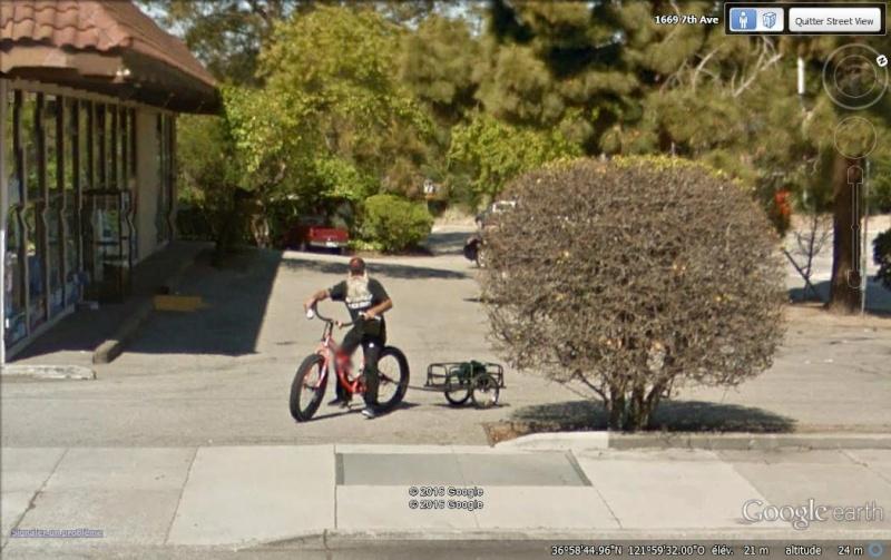 Street View : On a retrouvé le père Noël ! Pere_n10