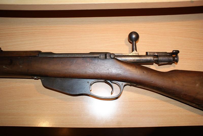 Question sur les armes normalement en catégorie D qui sont reclassées dans une autre catégorie  Dsc08920