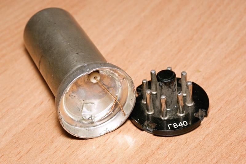 Калибровочные кварцы в корпусах октальных ламп. 69_10