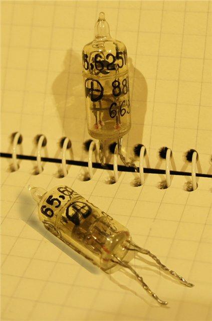 Вакуумированные резонаторы в стеклянных корпусах. B6ac3610