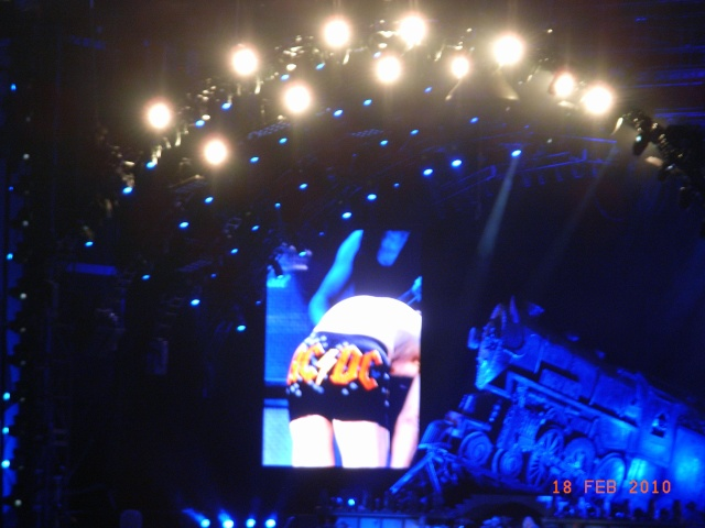 AC DC - 2 more sleeps.....!!!! - Page 2 Acdc_b13