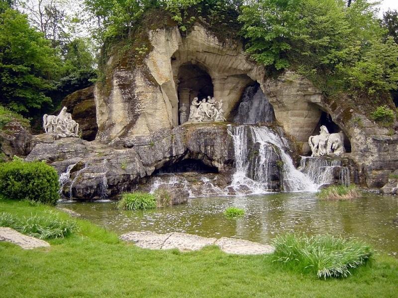 Versailles, le Bosquet des Bains d'Apollon 1024px15