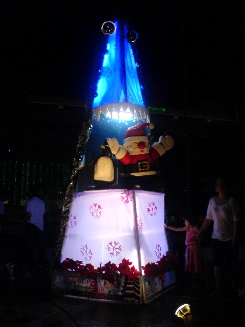 cHristmas tRees in siBu... Dsc00614