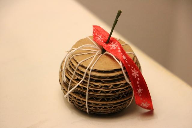 20 novembre - pommes en carton Img_4810