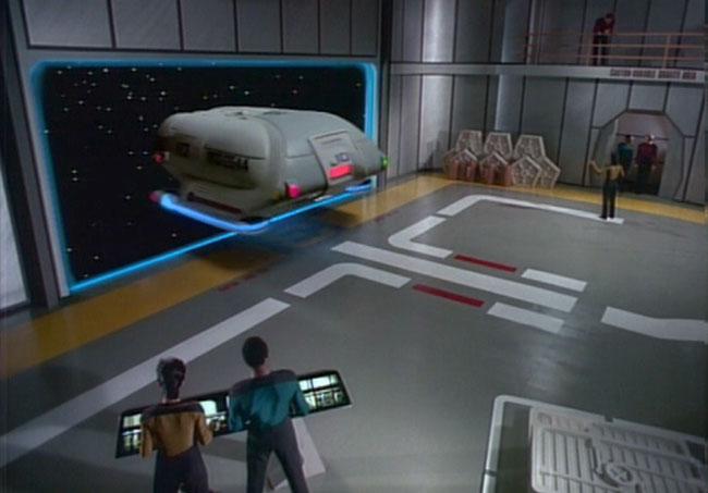 Shuttlebay 02 - USS Enterprise 1701 D - TNG Gshutt10