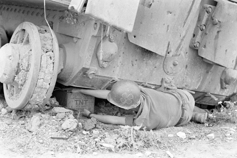 Les Images de la Seconde Guerre Mondiale - Page 16 Marqua10