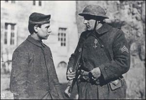 Le premier allemand fait prisonnier par un américain. 040310