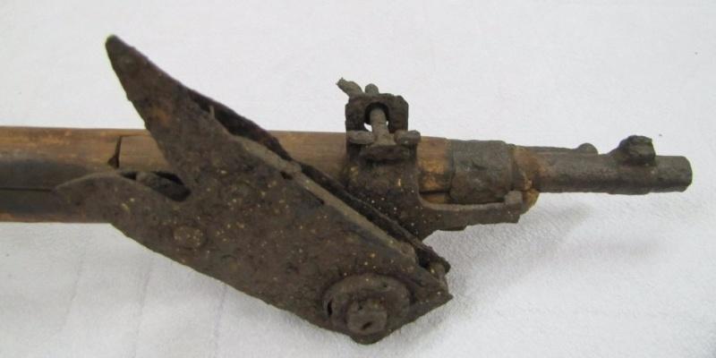 Cisaille coupe-barbelés pour fusil Steyr M95. 553_0011