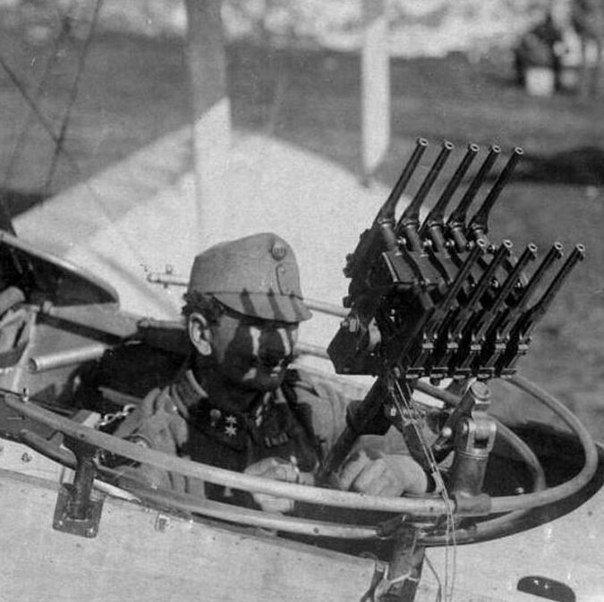Affût aérien de 10 pistolets Mauser. 7f13c510