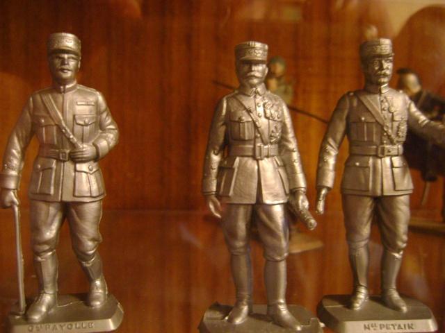 Les figurines anciennes, leurs accessoires et leurs décors. Dsc03527