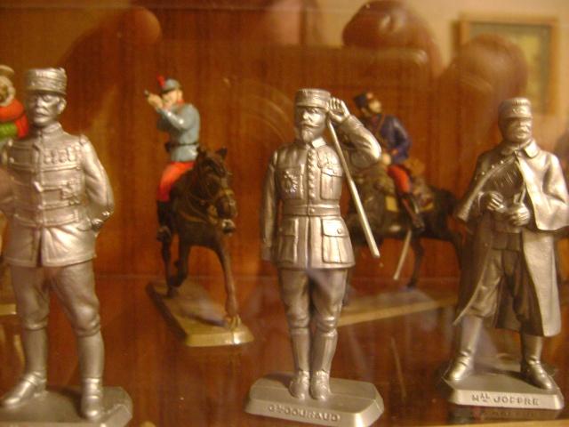 Les figurines anciennes, leurs accessoires et leurs décors. Dsc03529