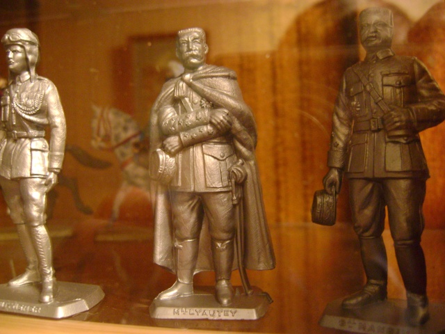 Les figurines anciennes, leurs accessoires et leurs décors. Dsc03530
