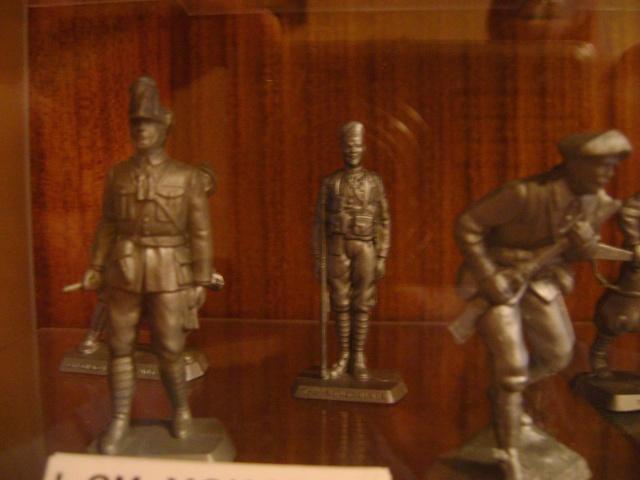 Les figurines anciennes, leurs accessoires et leurs décors. Dsc03531