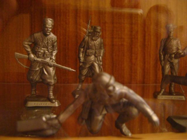 Les figurines anciennes, leurs accessoires et leurs décors. Dsc03532