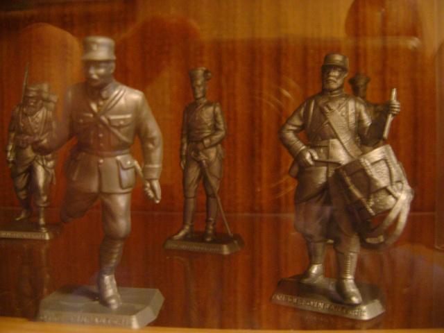 Les figurines anciennes, leurs accessoires et leurs décors. Dsc03533