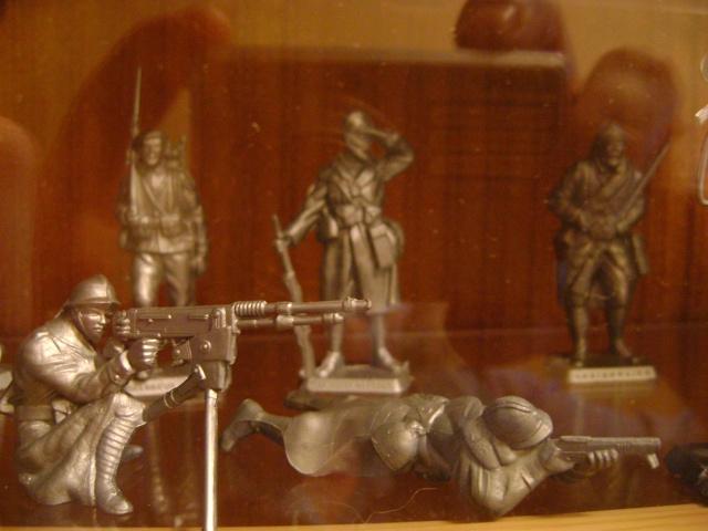 Les figurines anciennes, leurs accessoires et leurs décors. Dsc03535