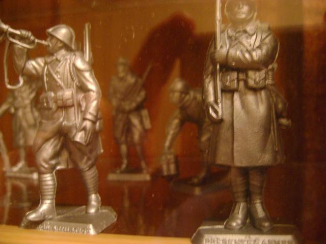 Les figurines anciennes, leurs accessoires et leurs décors. Dsc03536