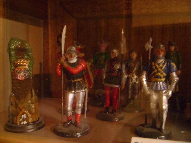 Les figurines anciennes, leurs accessoires et leurs décors. Dsc03539