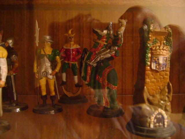 Les figurines anciennes, leurs accessoires et leurs décors. Dsc03541