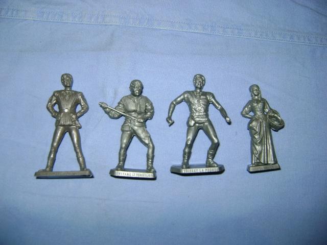Les figurines anciennes, leurs accessoires et leurs décors. Dsc03547