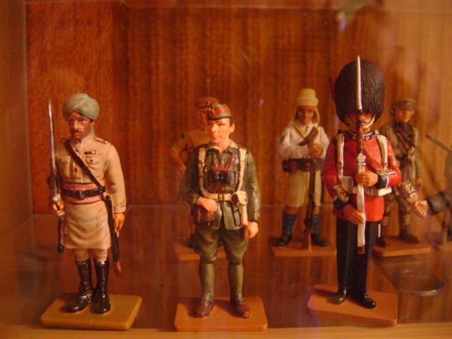 Les figurines anciennes, leurs accessoires et leurs décors. Dsc03552