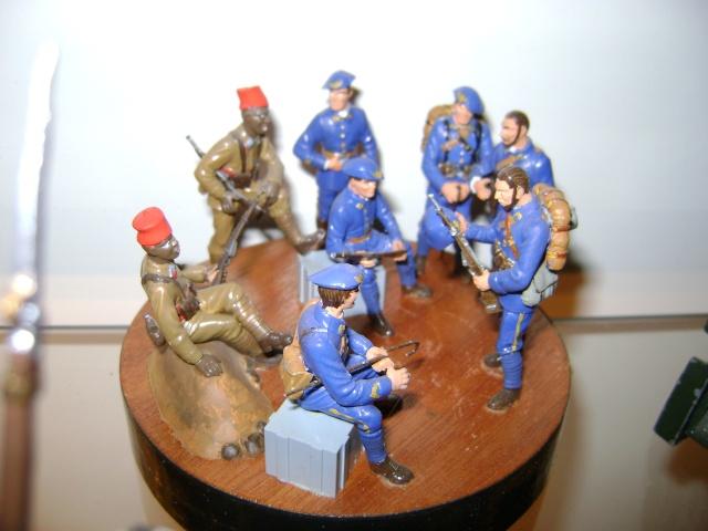 Les figurines anciennes, leurs accessoires et leurs décors. Dsc03569